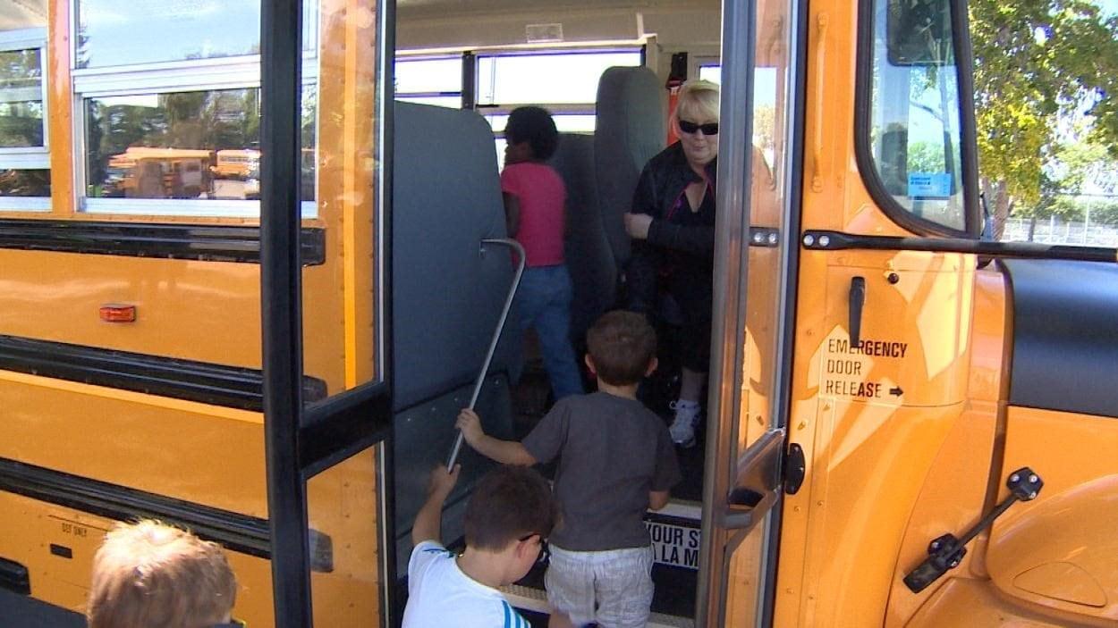 les chauffeurs d 39 autobus scolaire de sept les votent pour. Black Bedroom Furniture Sets. Home Design Ideas