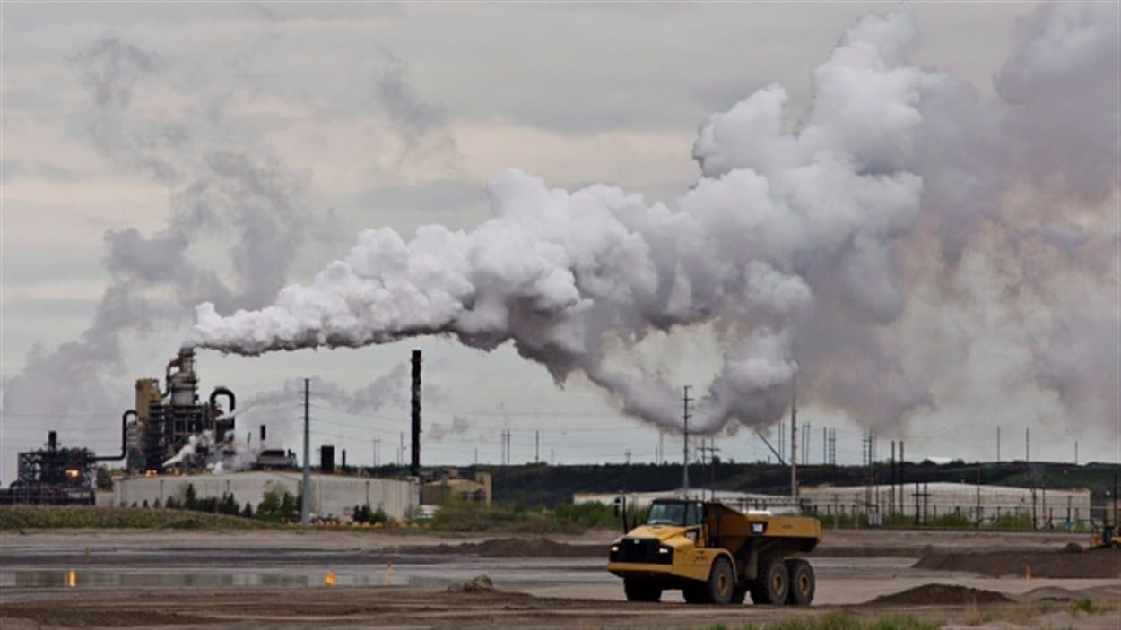 Site d'extraction du pétrole des sables bitumineux de Syncrude à Fort McMurray en Alberta