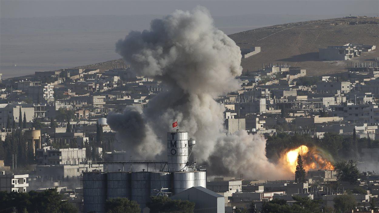 Des positions de l'État islamique à Kobané bombardées par l'aviation de la coalition