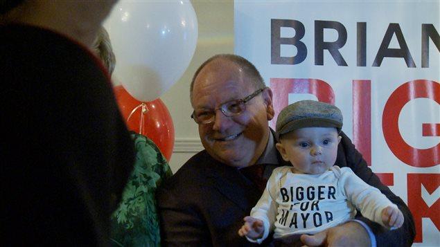 Le vérificateur général, Brian Bigger est élu maire de Sudbury.