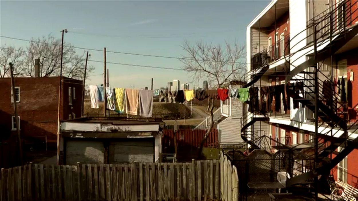 documentaire regard intimiste sur l 39 enfance ici radio. Black Bedroom Furniture Sets. Home Design Ideas