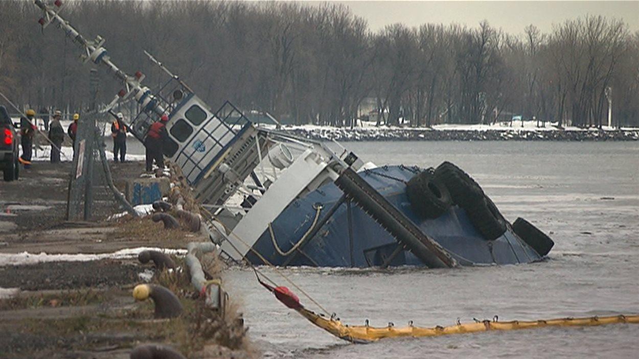 Le bateau-remorqueur qui a sombré dans le fleuve Saint-Laurent