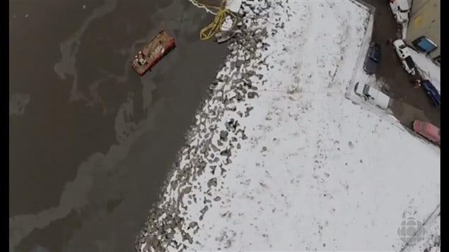 La nappe de pétrole qui s'échappait du remorqueur le 26 décembre