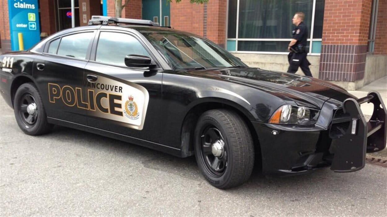 vancouver gatineau et saskatoon ont les voitures de police les mieux habill es au pays ici. Black Bedroom Furniture Sets. Home Design Ideas