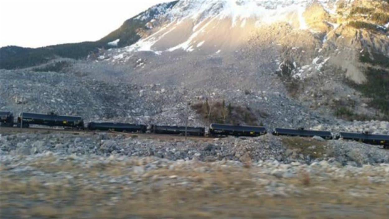 Des wagons du train ont quitté les rails en Alberta