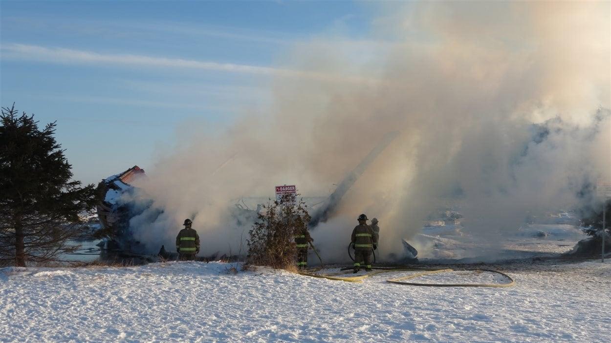 La goélette a été détruite par un incendie criminel.