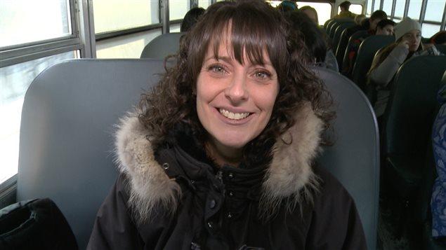 Manon Villemure fait partie des quelque 50 civils qui prennent l'autobus scolaire en guise de transport en commun dans les Hautes-Laurentides.