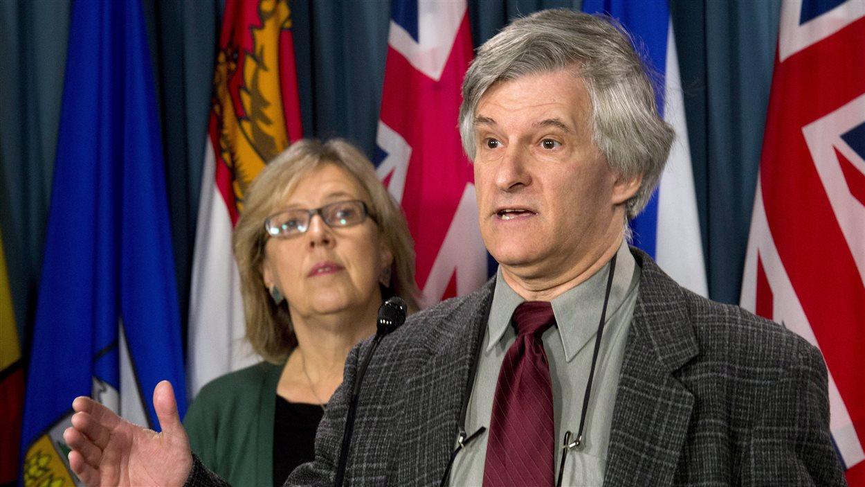 La chef du Parti vert du Canada (PVC) Elizabeth May et son adjoint, Daniel Green.