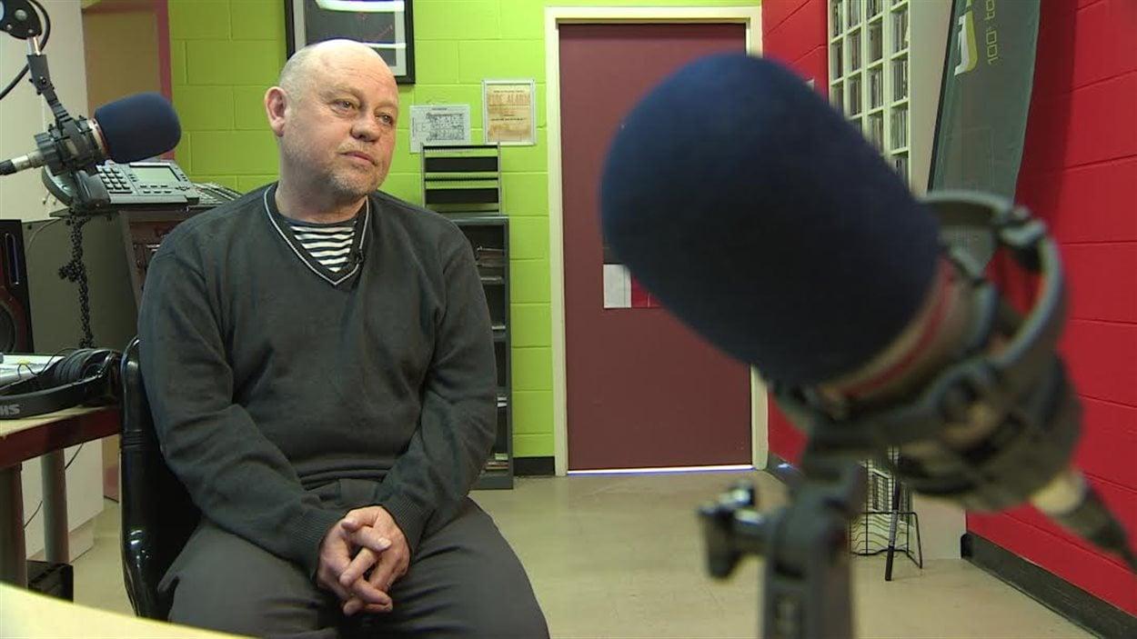 Le directeur général de CHOQ fm, Xavier Lambert