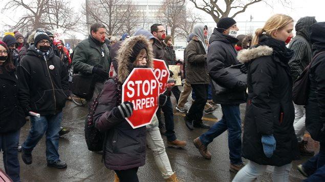 Des manifestants contre la loi C-51 à Montréal