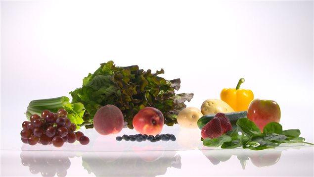 les 12 salopards ces fruits et l gumes champions des pesticides ici radio. Black Bedroom Furniture Sets. Home Design Ideas