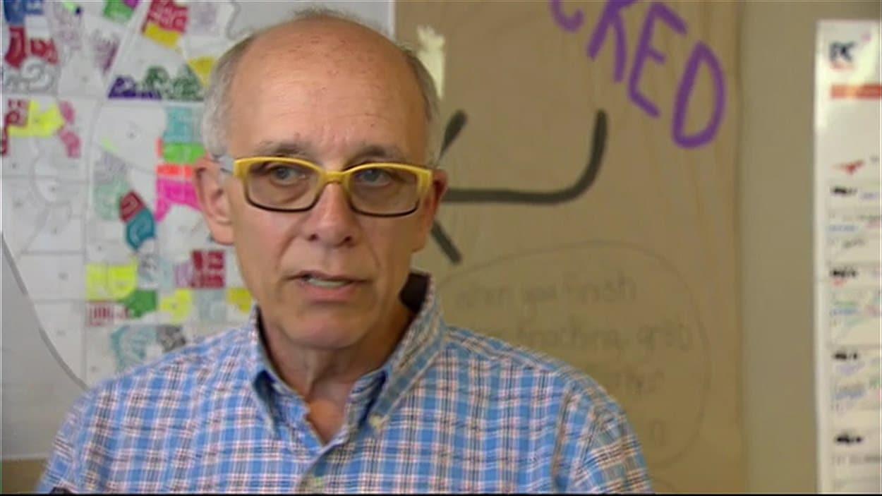 Stephen Mandel, l'actuel ministre de la Santé et candidat du Parti progressiste-conservateur dans Edmonton Whitemud.