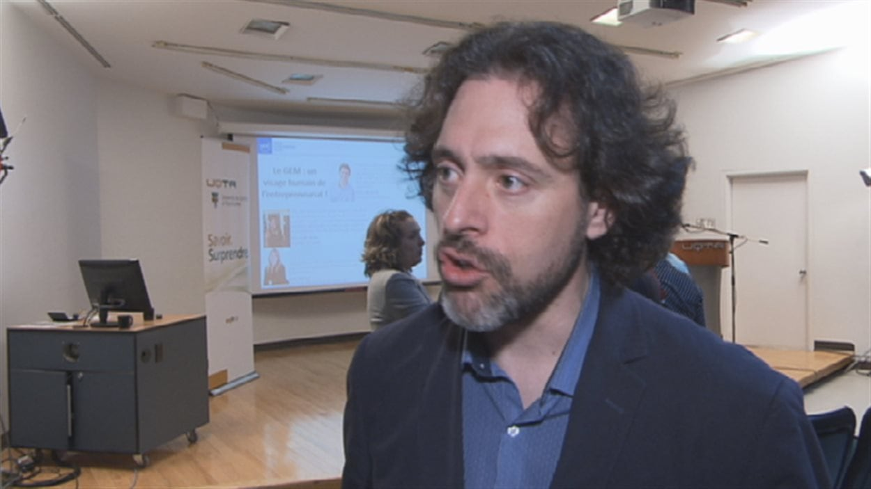 Le professeur Étienne St-Jean, titulaire de la Chaire de recherche sur la carrière entrepreneuriale