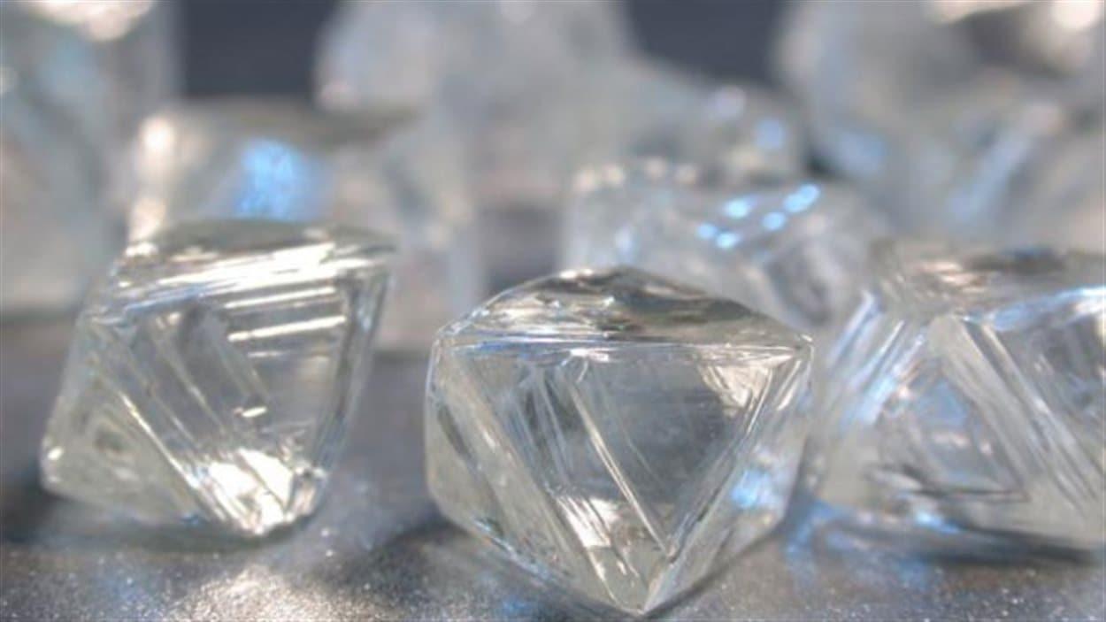 Des diamants de la mine Victor de De Beers près d'Attawapiskat dans le Grand Nord de l'Ontario