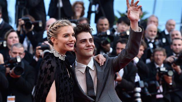 Sienna Miller et Xavier Dolan à Cannes lors de la montée des marches pour le film  Carol