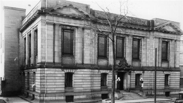 Bibliothèque Saint-Sulpice sur Saint-Denis à Montréal