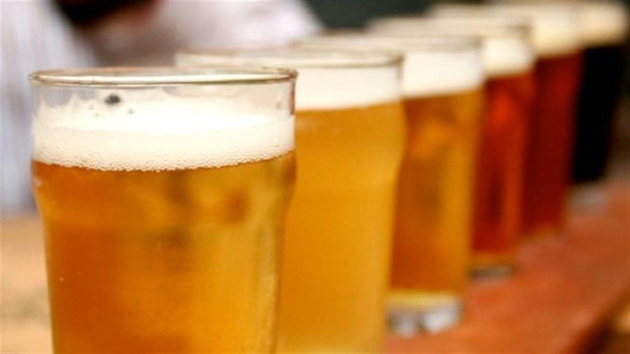 Des verres de bière