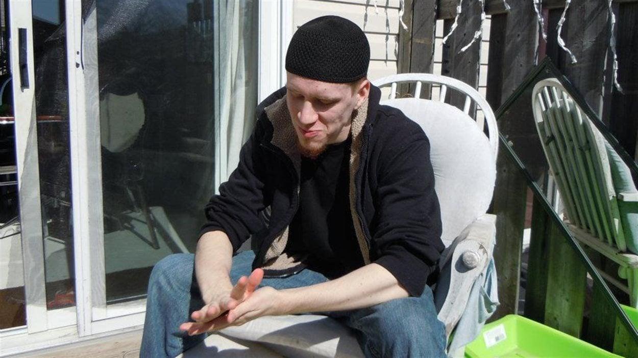 Aaron Driver, alias Harun Abdurahman, est considéré comme un extrémiste sympathisant du groupe armé État islamique par le Service canadien du renseignement de sécurité Aaron Driver, alias Harun Abdurahman, est considéré comme un extrémiste sympathisant du groupe armé État islamique par le Service canadien du renseignement de sécurité