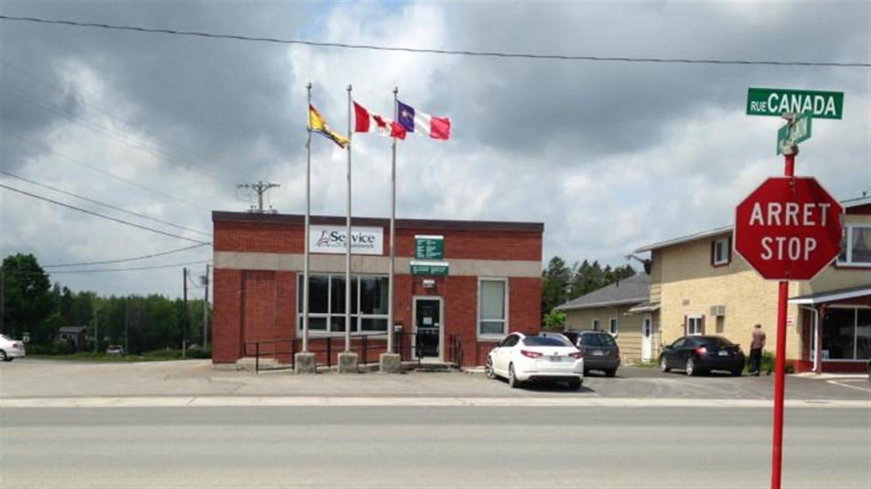 Le bureau de service nb de saint quentin restera ferm for Bureau service canada