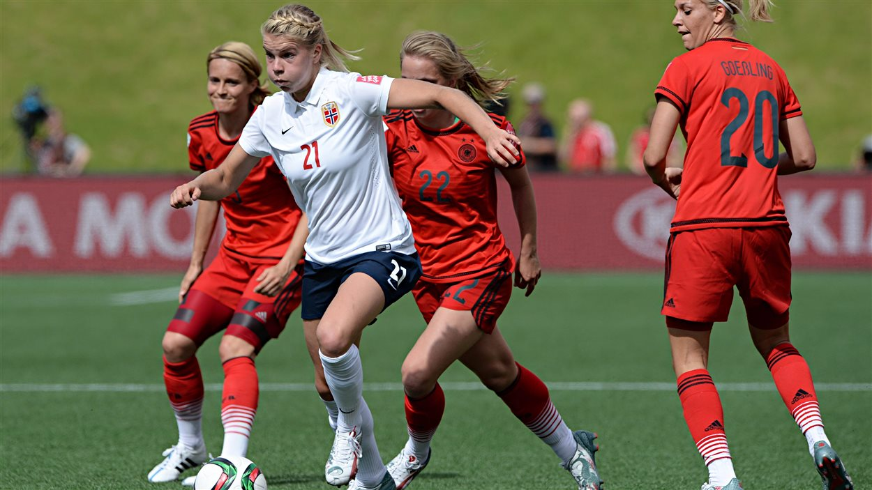 Ada hegerberg la d mone blonde du football norv gien coupe du monde de soccer f minin 2015 - Football feminin coupe du monde 2015 ...