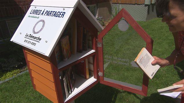 des petites bo tes aux livres dans les premiers quartiers ici radio. Black Bedroom Furniture Sets. Home Design Ideas