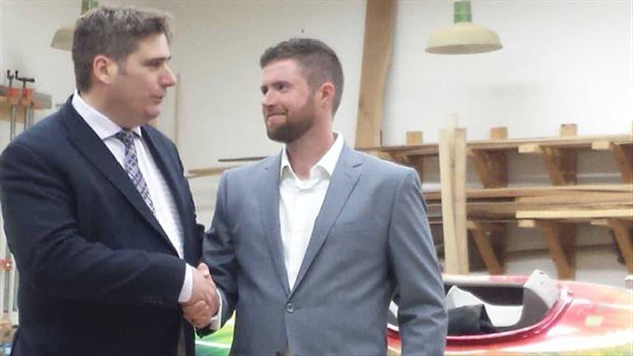 Toban Leckie (à dr.) sera le candidat de Forces et Démocratie à Peterborough.