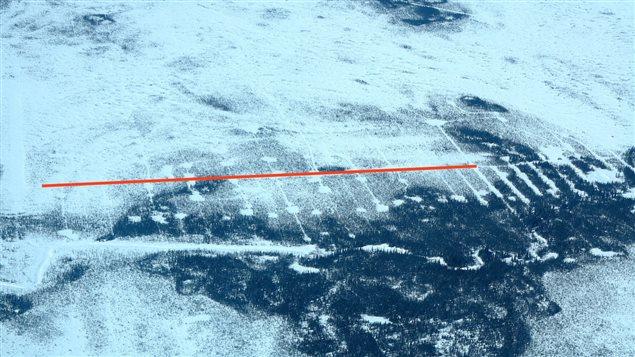 Selon Wildlands League cette photo démontre à quel point le paysage du Cercle de feu est perturbé par l'exploration minière. Les cercles ont été causés par du forage.