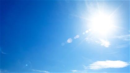 Un ciel bleu et ensoleillé