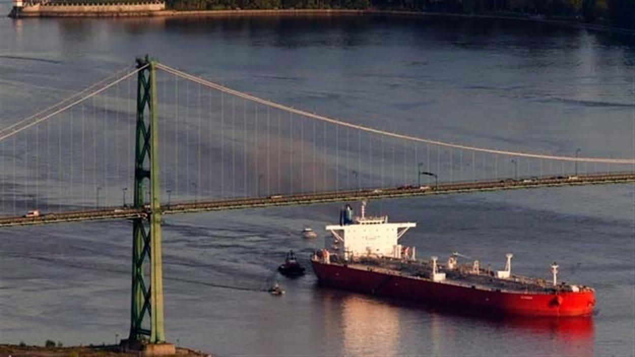 Un navire pétrolier à Vancouver.