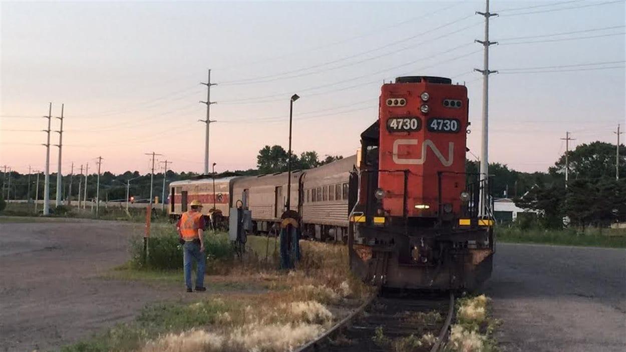 Le train de passagers Algoma Central entre en gare, peut-être pour la dernière fois, mardi soir, à Sault-Ste-Marie.