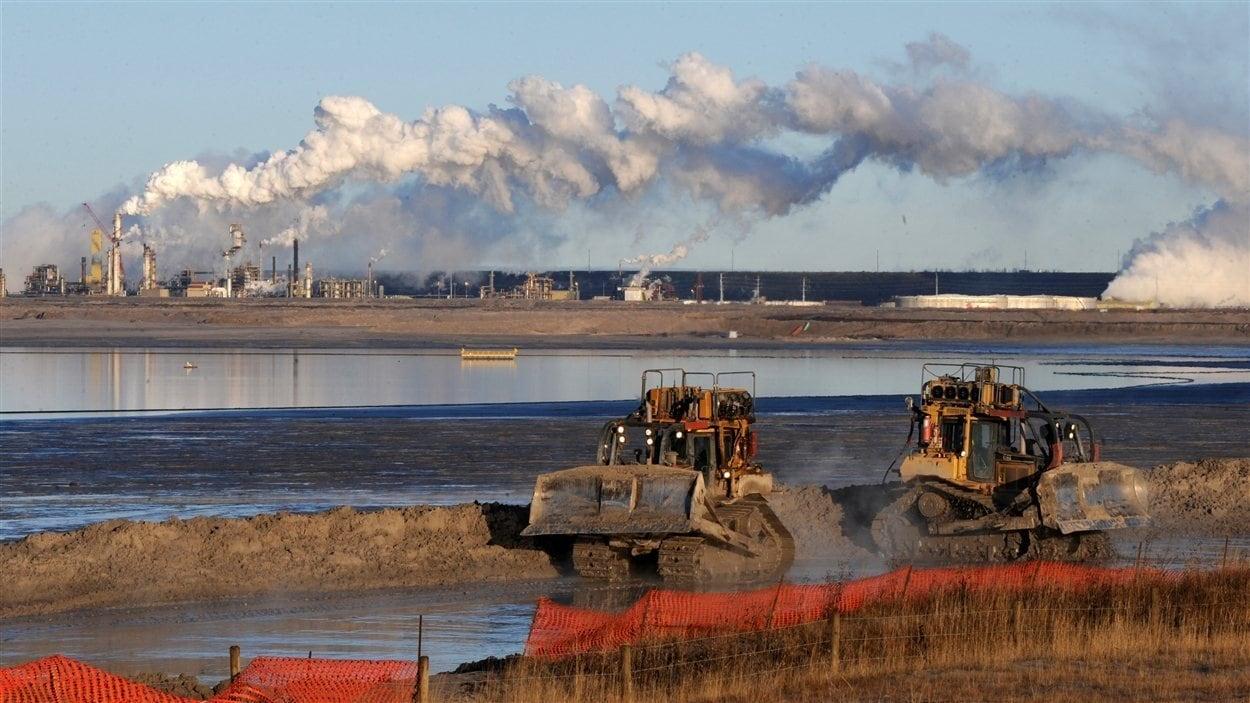 Installation pétrolière à Fort McMurray en Alberta