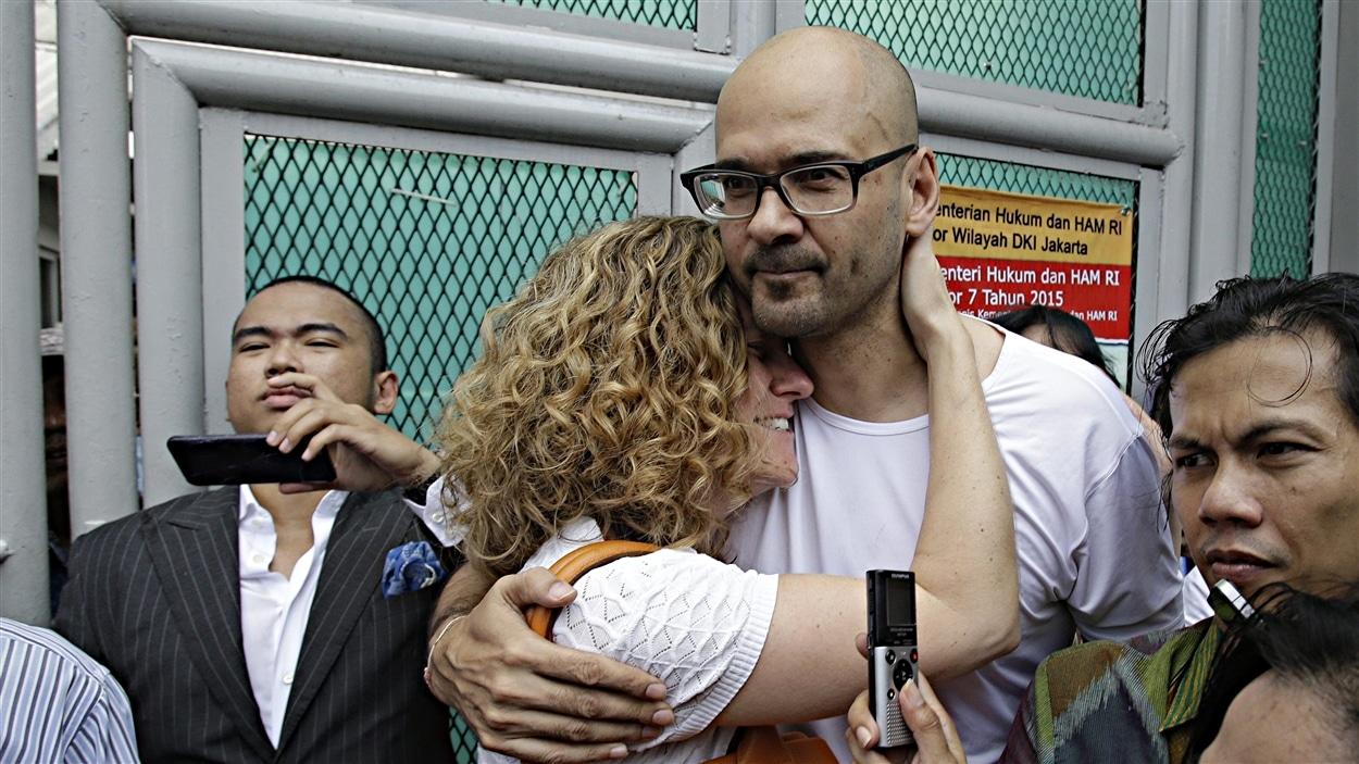Neil Bantleman à sa sortie de prison, à Jakarta