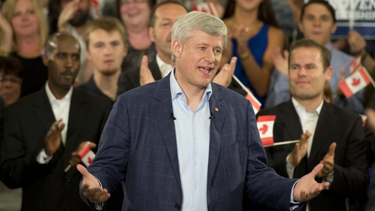 Le chef conservateur Stephen Harper, lors d'un rassemblement partisan à Ottawa, lundi matin.