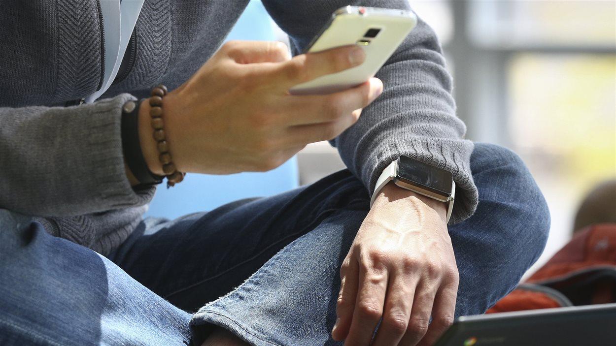 Montre Android Wear et iPhone d'Apple