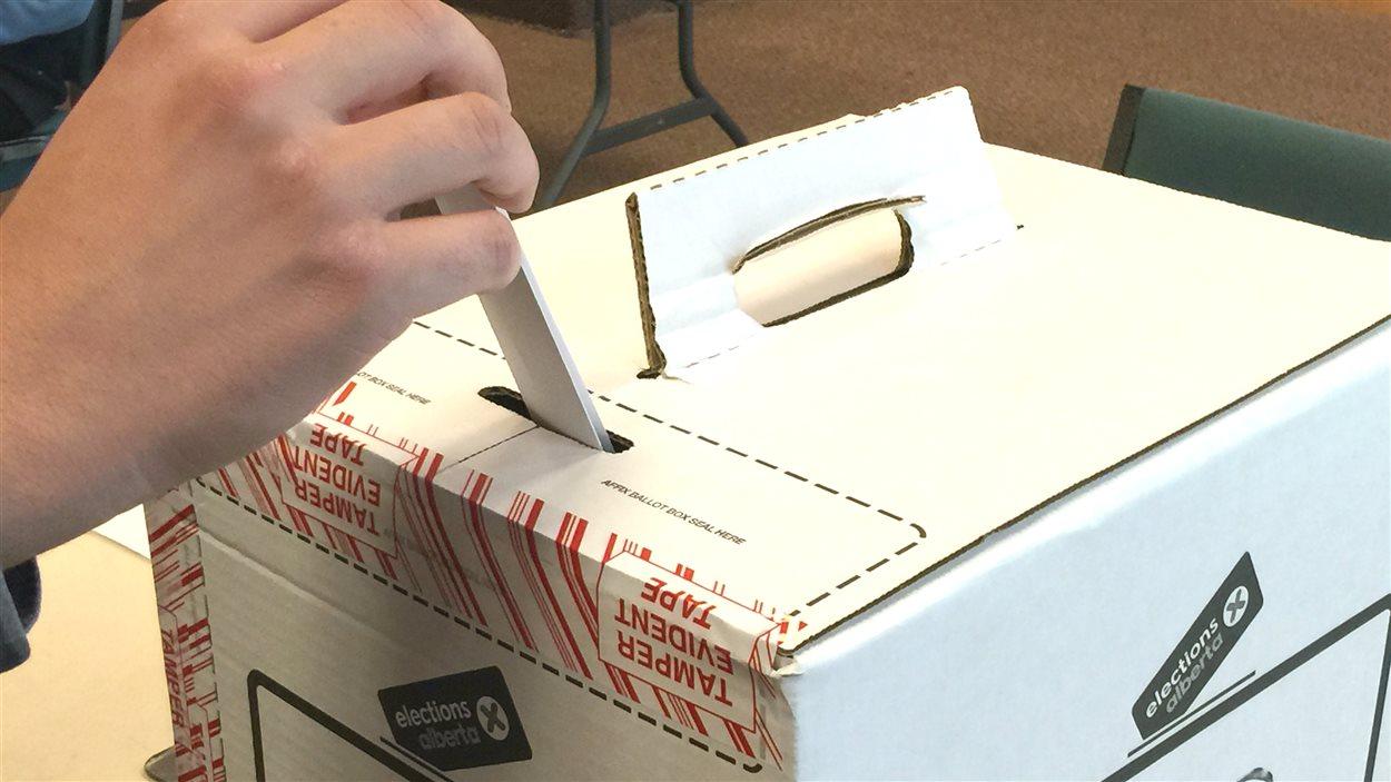Législatives fermeture des bureaux de vote après un scrutin