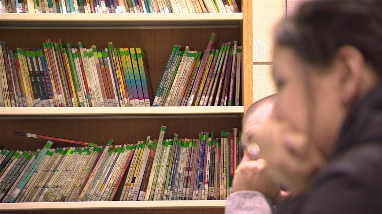 Des parents ont assisté à un atelier pour apprendre des trucs utiles pour l'apprentissage de la lecture aux enfants à l'École Monseigneur de Laval.