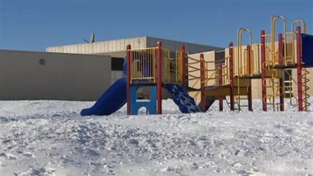 regina un club des ours polaires pour les l ves qui veulent jouer dehors l hiver ici. Black Bedroom Furniture Sets. Home Design Ideas