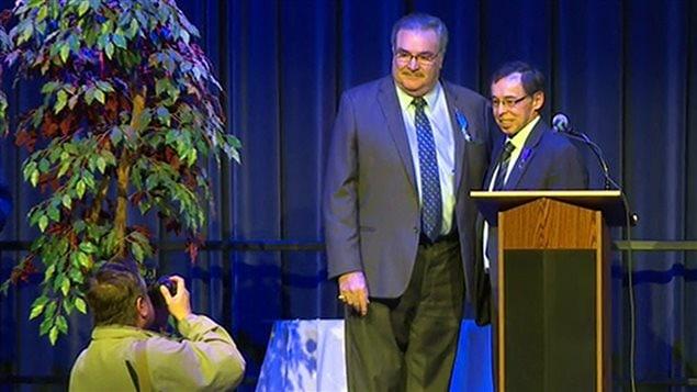 Louis Allain reçoit l'insigne de l'Ordre des palmes académiques