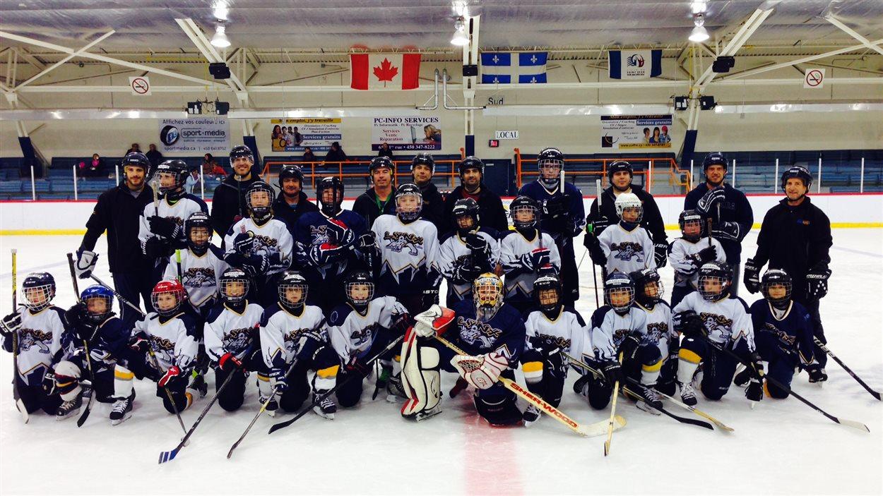 L'équipe des Lynx à l'aréna municipal de Saint-Jean-sur-Richelieu, sur la Rive-Sud.