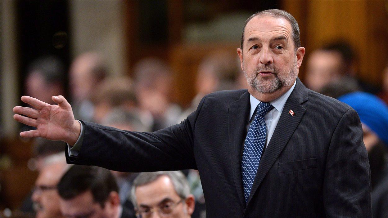 Denis Lebel, ministre de l'Infrastructure, des Collectivités et des Affaires intergouvernementales, et ministre de l'Agence de développement économique du Canada pour les régions du Québec