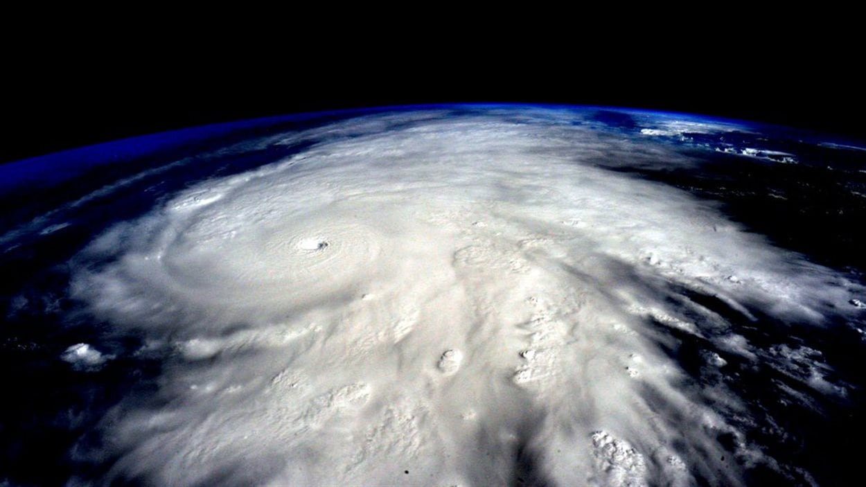 Une photo de l'ouragan Patricia prise par l'astronaute Scott Kelly de la Station spatiale internationale.