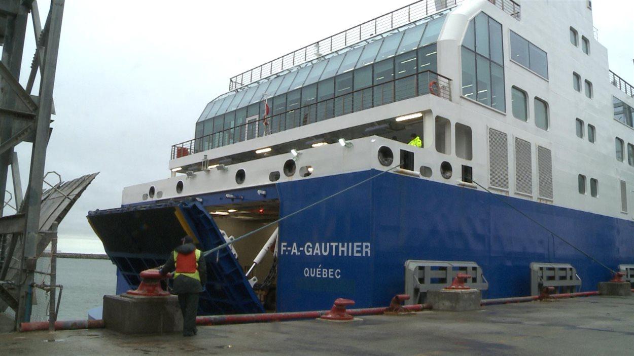 Le navire F.-A.-Gauthier qui assure la liaison entre Matane, Baie-Comeau et Godbout, sur la Côte-Nord
