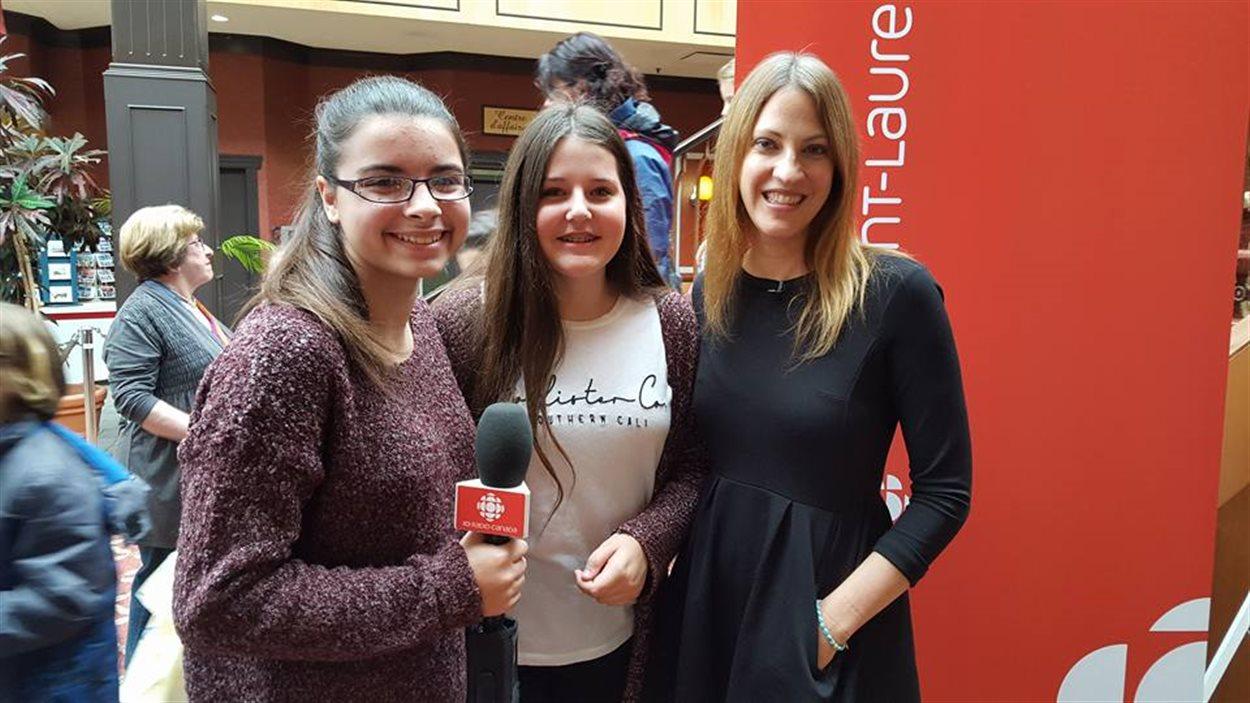 Megan et Flavie ont rencontré India Desjardins au Salon du livre de Rimouski