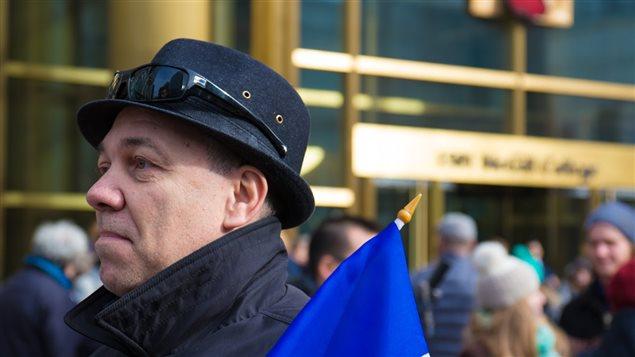 Deuxième rassemblement organisé à Montréal en solidarité avec leurs cousins français.