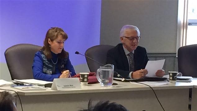 Isabelle Malo, présidente-directrice-générale et Hugues Saint-Pierre, président du Conseil d'administration du Centre intégré de santé et de services sociaux du Bas-Saint-Laurent