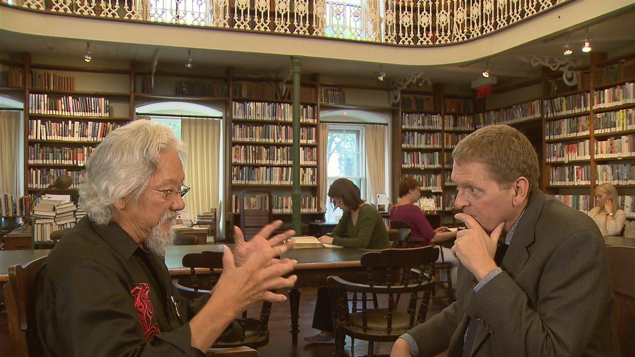 David Suzuki discute avec Alain Crevier, animateur de Second Regard