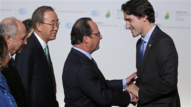François Hollande accueille officiellement Justin Trudeau à la conférence de Paris sur le climat.