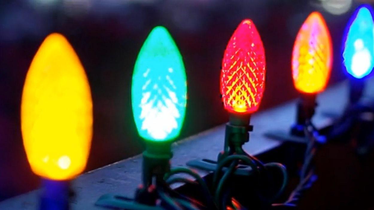 lumières de noel Lumières de Noël : Canadian Tire accuse Walmart d'avoir copié son  lumières de noel