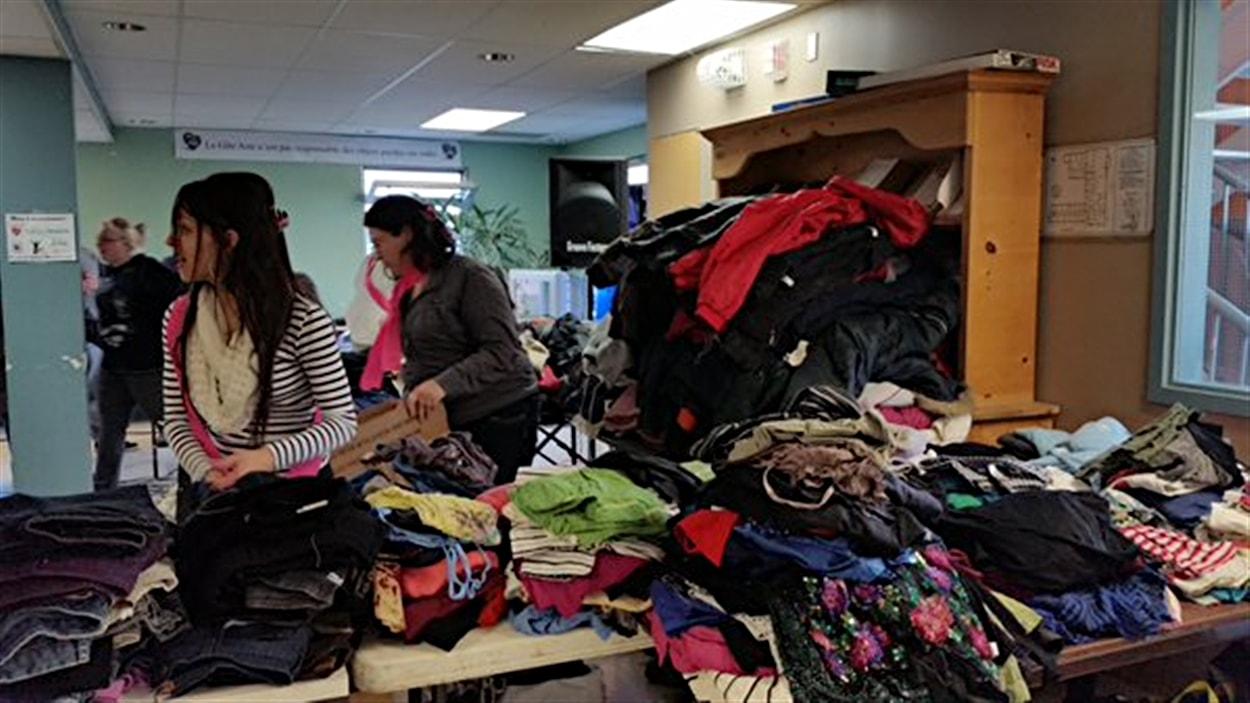Des mamans monoparentales de l'Outaouais offrent « de l'espoir dans les bagages » aux sans-abris.
