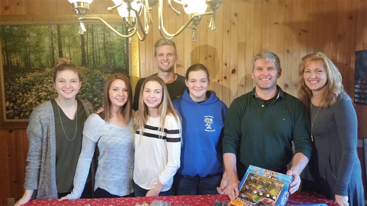 La famille McLean : Abigail, Kaily, Courney, Ryan, Katherine, Paul et Willette
